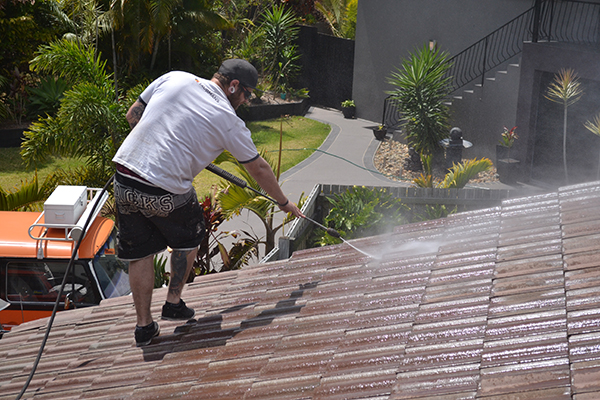 Extend the life of a paint by using power washing illhostit - Using water pressure roof cleaning ...